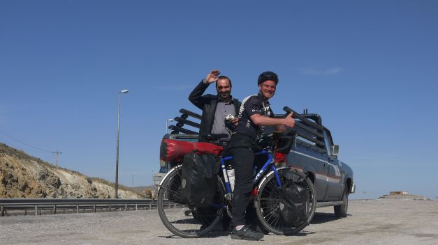 'Ute Surfing' on the road between Tabriz and Tehran