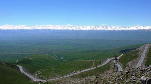 Tor-Ashuu Pass, facing the Suusamyr Valley