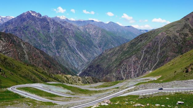 Tor-Ashuu Pass, facing the switchbacks towards Bishkek