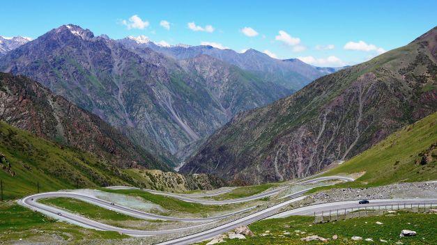 Tor-Ashuu Pass, facing the switchbacks towards Bishkek