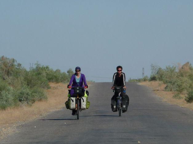 Cycling with Maria through the Garagum Desert