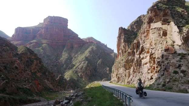 Descending through the gorge to the Yellow River