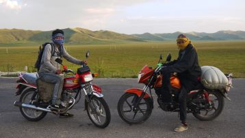 Two Tibetan lads, soon to join me for instant noodles by the roadside