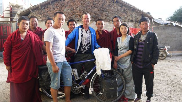 Meeting a Lama and many monks in a Tibetan home in Sichuan