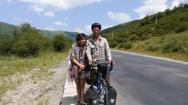 One of many friendly Han Chinese tourists I met out on the road