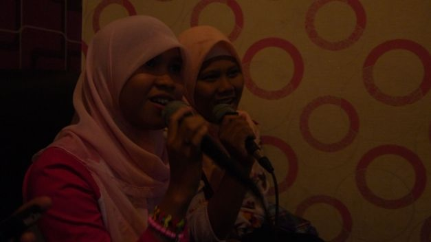 A night of karaoke in Dumai