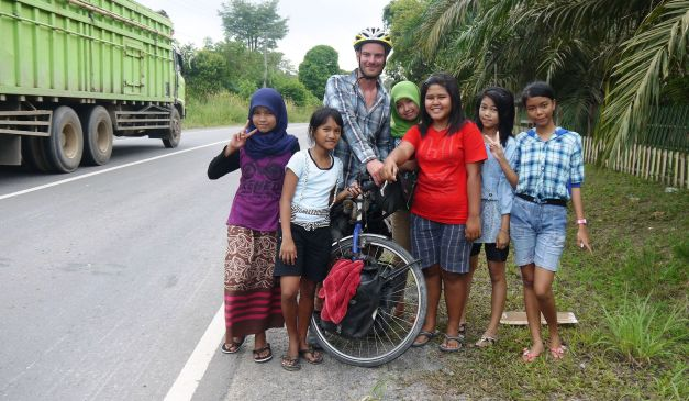 These schoolchildren frantically chased me down the roadside for a photo together!