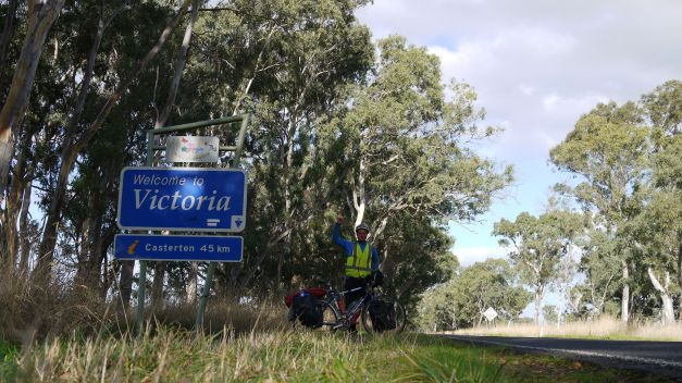 Crossing into Vistoria from Penola
